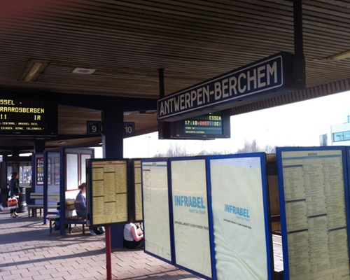 station berchem nacht